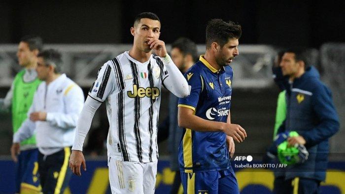 Penyerang Juventus asal Portugal Cristiano Ronaldo bereaksi pada akhir pertandingan sepak bola Serie A Italia Hellas Verona vs Juventus Turin pada 27 Februari 2021 di stadion Marcantonio-Bentegodi di Verona. Isabella BONOTTO / AFP