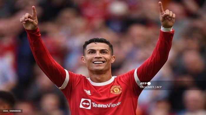 Striker Manchester United Portugal Cristiano Ronaldo merayakan setelah mencetak gol kedua mereka selama pertandingan sepak bola Liga Premier Inggris antara Manchester United dan Newcastle di Old Trafford di Manchester, barat laut Inggris, pada 11 September 2021.