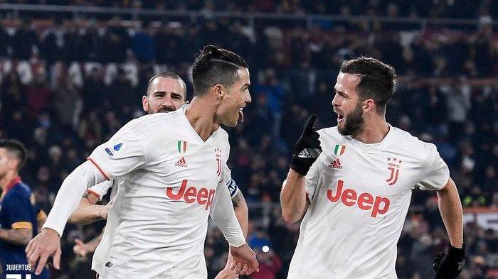 Cristiano Ronaldo rayakan gol yang dicetak ke gawang AS Roma dalam laga Liga Italia di Stadion Olimpico, Minggu (12/1/2020).