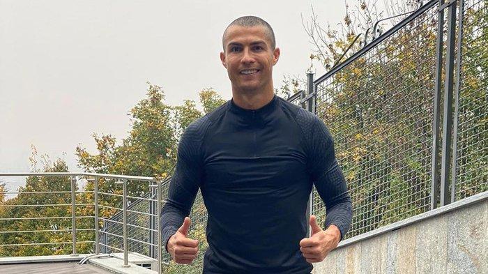 Cristiano Ronaldo tampil gundul selama menjalani masa karantina di Italia