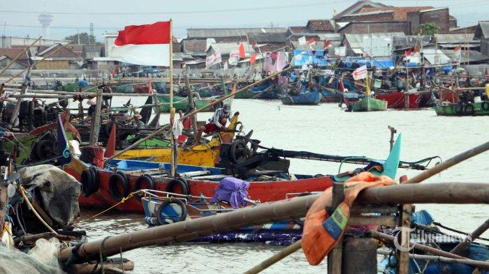 Nelayan Bangkalan Tak Bisa Melaut karena Cuaca Buruk, Hidupnya Andalkan Bantuan