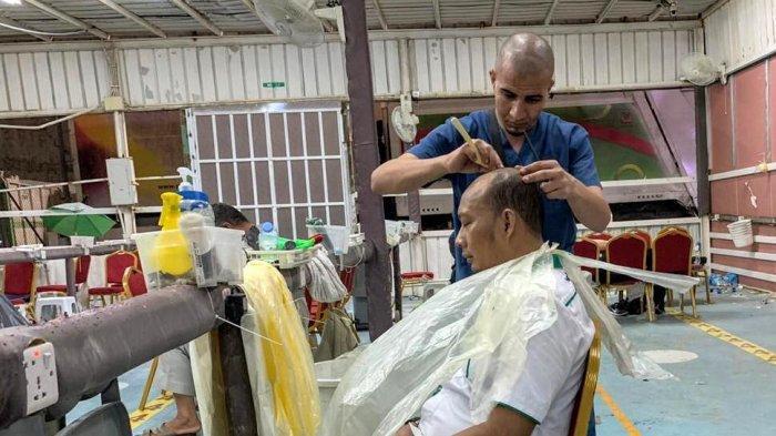 Tukang Cukur di Mina Laris Manis, Potong Plontos Usai Lempar Jumrah Ditarif Rp 80 Ribu