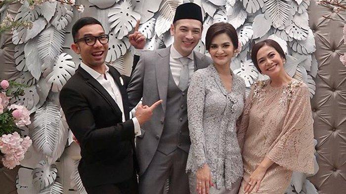 Cut Tari dan Richard Kevin berfoto bersama sahabatnya Ersa Mayori dan Reza Herlambang.