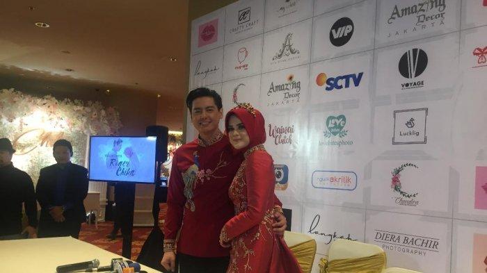 Cut Meyriska dan Roger Danuarta dalam jumpa pers resepsi pernikahan mereka di kawasan Sudirman, Jakarta Pusat, Minggu (25/8/2019).
