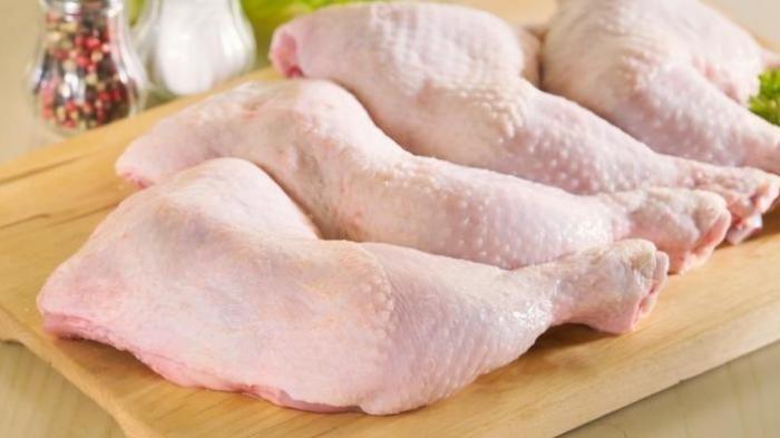 Ilustrasi daging ayam keadaan mentah.