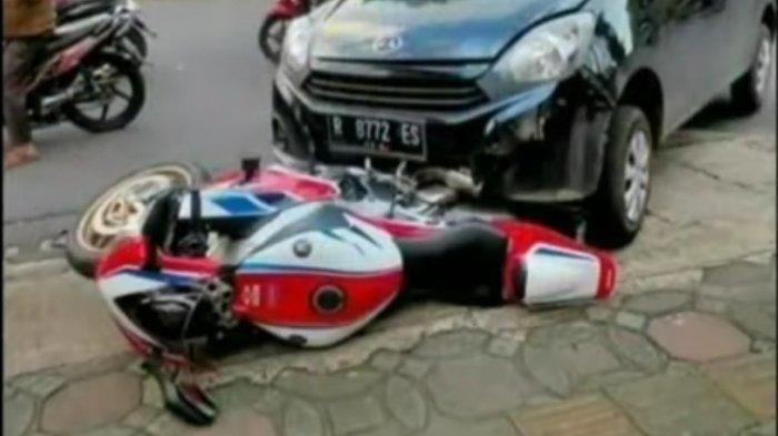 Screenshot video dari akun YouTube Fak MV paska Daihatsu Ayla menabrak sepeda motor Honda CBR 1000 RR SP, di Jalan Prof DR HR Boenyamin Purwokerto, pada hari Rabu (18/11/2020).