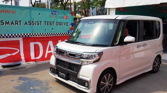 Mengenal Fitur-Fitur Canggih Daihatsu Tanto di Area Test Drive Beyond Mobility