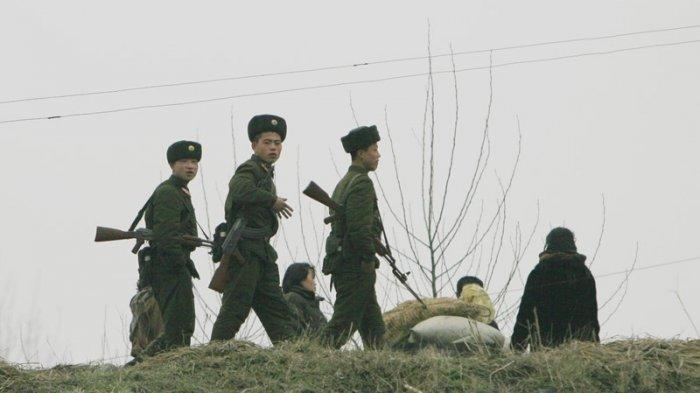 Dalam foto tak bertanggal ini, tentara Korea Utara terlihat di Provinsi Pyongan Utara.