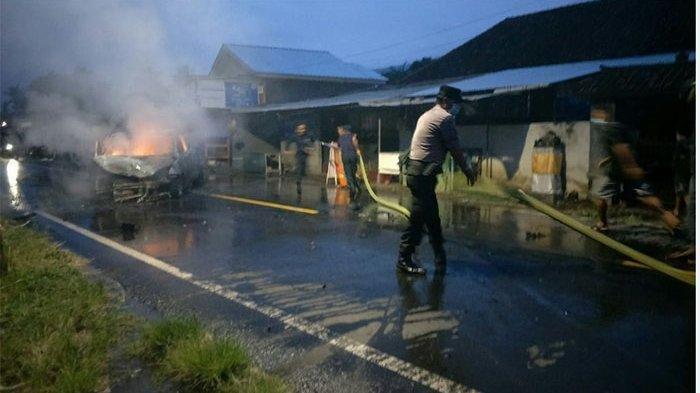 Tabrakan  Beruntun di Bali, Satu Mobil Ludes Terbakar