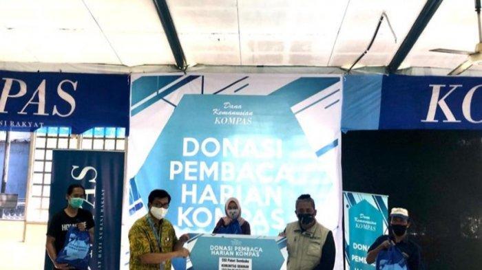Kompas Bagikan 630 Paket Bahan Pokok dan Masker Kain ke Persatuan Tuna Netra Indonesia (Pertuni)