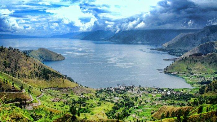 Lihat Lebih Dekat Eloknya Danau Toba Dengan Naik Motor Skuter -  Tribunnews.com Mobile