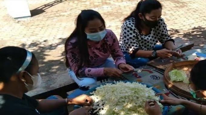 Emak-emak di Desa Ini Mendadak Ramai Bikin Dapur Umum,Rupanya Banyak Warga yang Terpapar Covid