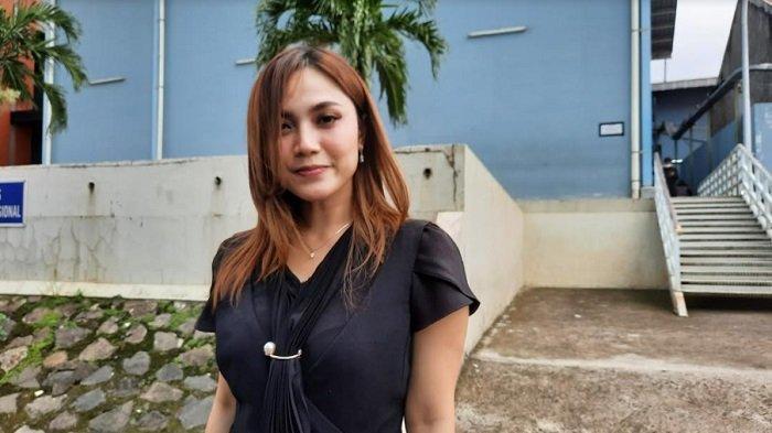 Dara Rafika mantan personil Trio Macan saat ditemui di kawasan Jl. Kapten Tendean Jakarta Selatan, Rabu (6/1/2021).