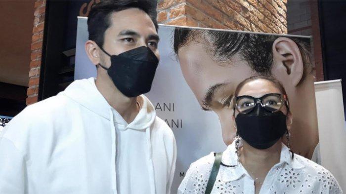 Darius Sinatrhya dan Donna Agnesia saat ditemui di CGV Grand Indonesia, Thamrin Jakarta Pusat, beberapa waktu lalu