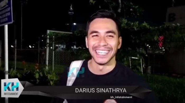 Darius Sinathrya saat ditemui oleh awak media