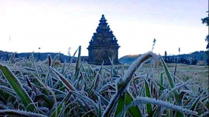 Suhu minus 11 derajat Celsiusdi Candi Arjuna, Senin (24/6/2019) pagi.
