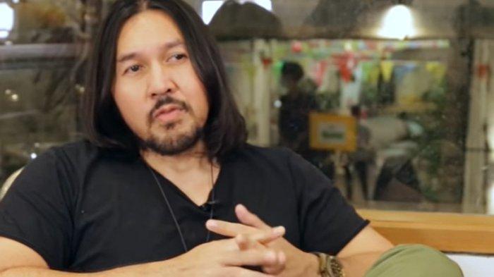 Vokalis NAIF, David Bayu membenarkan bahwa bandnya bubar setelah 25 tahun berkarya.