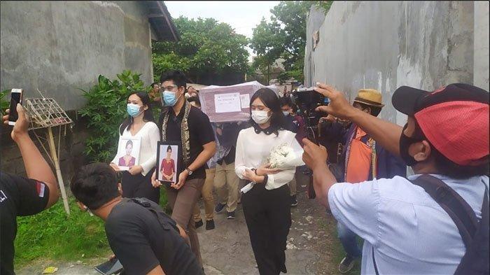 Dayu Iringi Jasad Mia Wadu Pramugari Sriwijaya Air: Kita Berdua Merantau Bareng, Berjuang Bareng