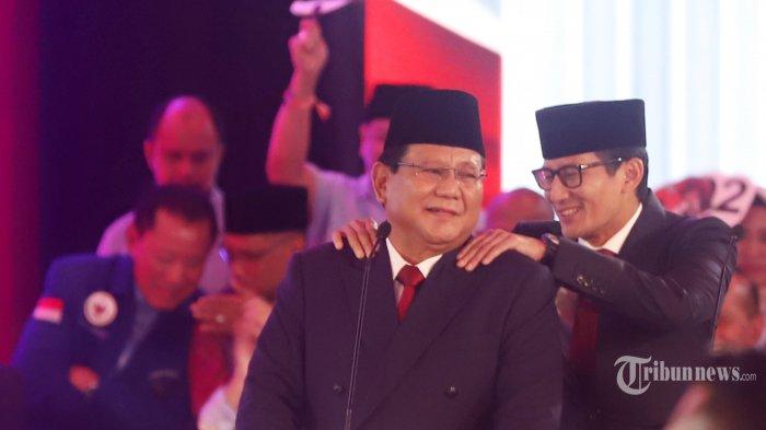 Saat Sandiaga Pijat Punggung Prabowo pada Debat Pertama Pilpres 2019
