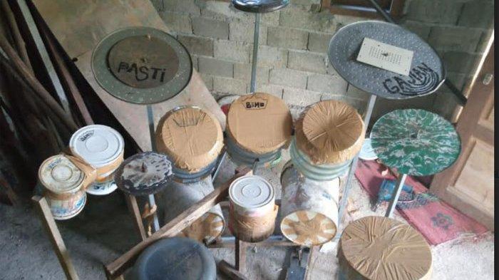 Foto drum barang bekas milik Deden