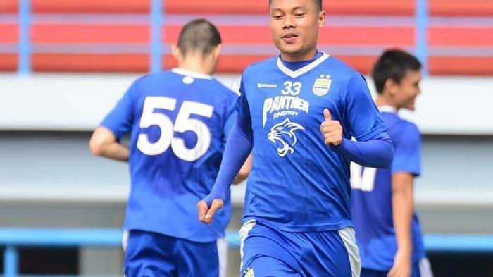 Dedi Kusnandar menjalani latihan bersama Persib Bandung