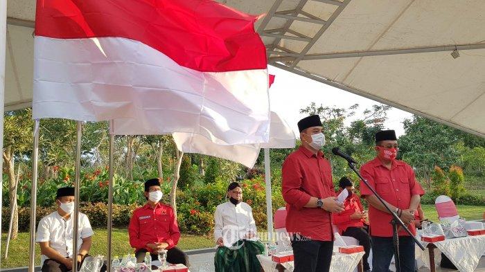 DEKLARASI - Calon Wali Kota Surabaya dan Calon Wakil Wali Kota Surabaya (Cawali dan Cawawali), Eri Cahyadi (kiri) dan Armudji (Cak Dji) yang diusung PDI P untuk Pilkada 2020 dalam deklarasi di Taman Harmoni, Rabu (2/9). SURYA/AHMAD ZAIMUL HAQ