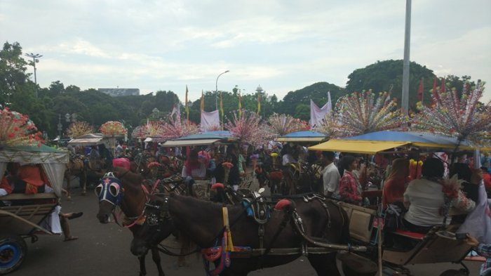 Delman Sambut Gubernur Baru Jakarta di depan Istana Merdeka