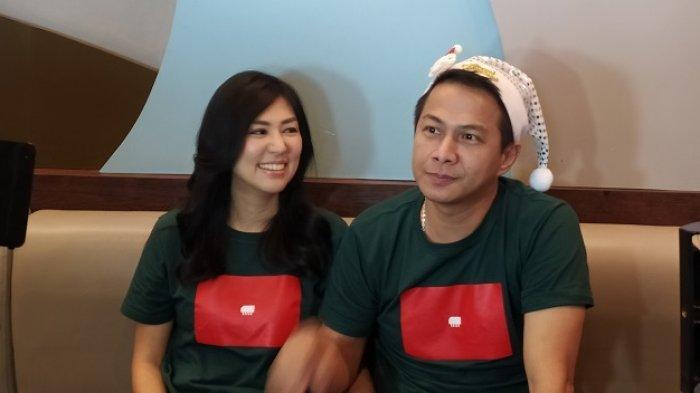 Delon dan Aida Noplie Chandra di temui di Mall Artha Gading, Jakarta Utara, (17/12/2019)