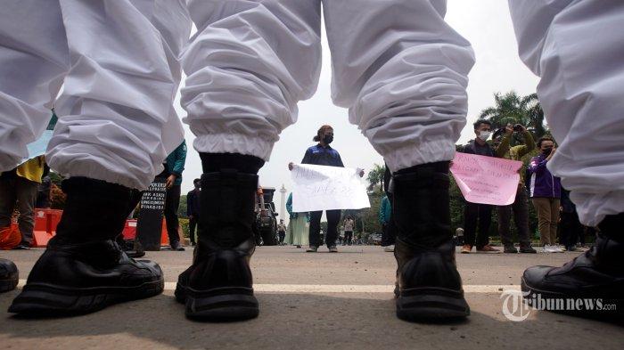 Berita Foto : Demo Aktivis BEM SI Dibubarkan Polisi Berhazmat