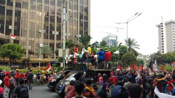 Massa Gabungan Gerakan Indonesia Memanggil Berhenti di Depan Gedung Kementerian Agama