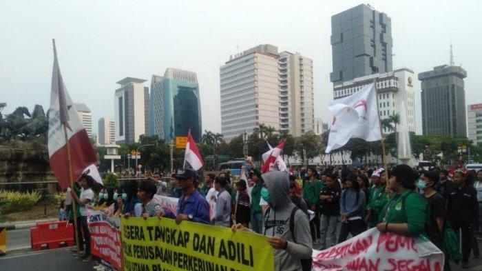 Massa Gerakan Indonesia Memanggil Berorasi di Patung Kuda Arjuna Wiwaha