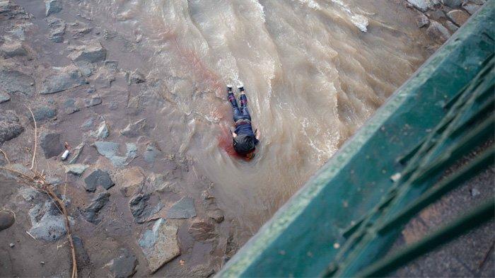 Demo Ricuh, Polisi Lempar Anak Laki-laki Usia 16 Tahun dari Jembatan, Polisi Bilang Anak Itu Jatuh