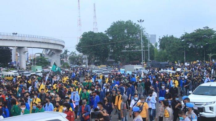 Tangkap 183 Penyusup Saat Unjuk Rasa Tolak UU Cipta Kerja di Palembang, Polisi Sita Senjata Tajam