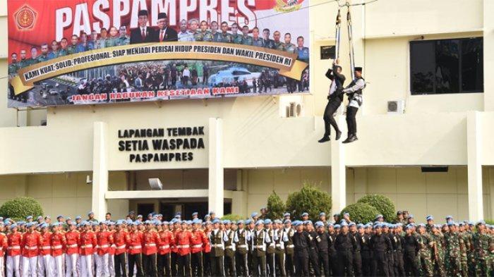 Demo ketangkasan personel Paspampres dari tiga matra (TNI AD, TNI AL, TNI AU) dan pameran statik alat utama serta persenjataan yang dimiliki Pasukan Pengamanan Presiden saat Wakil Presiden RI Ma'ruf Amin beserta istri kunjungan kerja ke Mako Paspampres, Jakarta Pusat pada Jumat (1/11/2019).