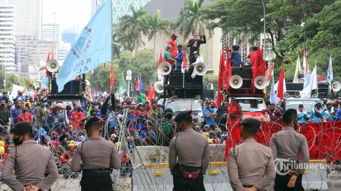 Komisi III Minta Kapolri Tindaklanjuti Temuan Kekerasan Polisi Tangani Demo Tolak UU Cipta Kerja