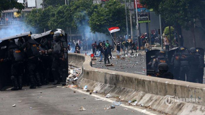 Polri Turunkan 10.587 Personel untuk Pengamanan Aksi Unjuk Rasa UU Cipta Kerja di Istana Negara