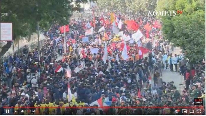 Demonstrasi di sekitar gedung DPR, Senin (30/9/2019).