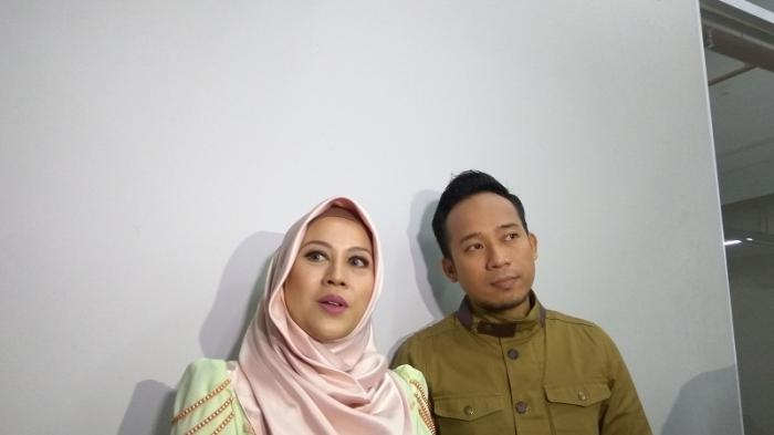 Denny Cagur dan Istri Adopsi Bayi Empat Bulan