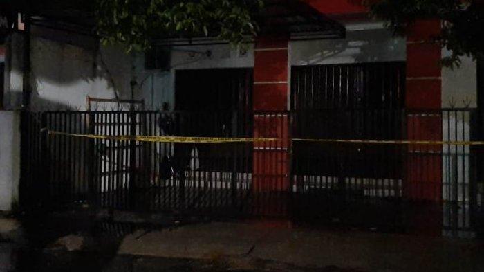 Hujan Deras Warnai Penggeledahan Rumah di Mantrijeron, Densus 88 Angkut Barang Bukti Satu Truk
