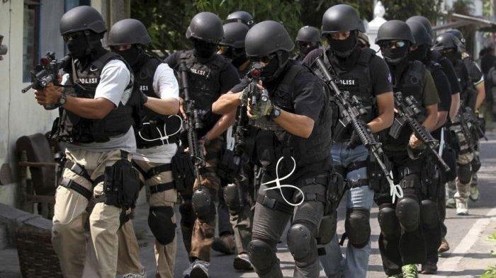 Tangkap Terduga Teroris di Payakumbuh, Densus 88 Sita Senapan Angin, Busur Panah dan Pedang