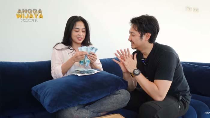 Bahagianya Dewi Perssik Dapat Gaji Pertama dari Angga Wijaya, 'Kalau enggak Nafkahin Dicerailah'