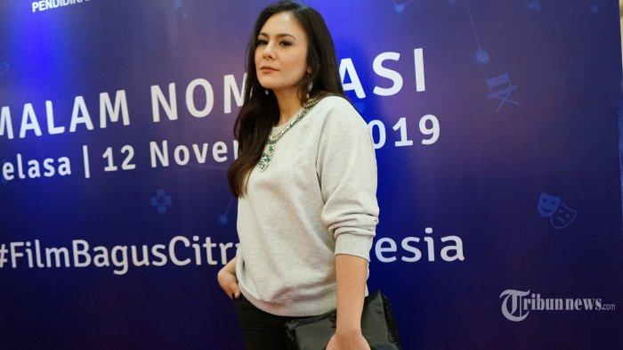 Artis Wulan Guritno berpose untuk difoto pada acara malam nominasi Festival Film Indonesia (FFI) 2019, di Jakarta, Selasa (12/11/2019). Sejumlah film dan aktor yang masuk nominasi akan memperebutkan piala citra FFI yang akan digelar pada 12 Desember 2019 mendatang. TRIBUNNEWS/HERUDIN