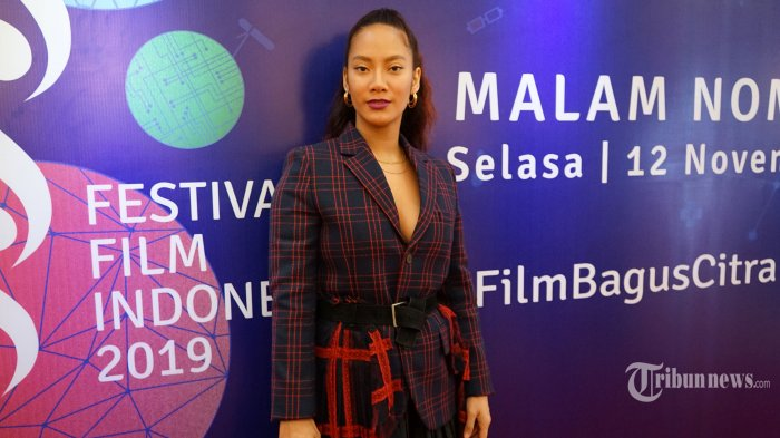 Artis Tara Basro berpose untuk difoto pada acara malam nominasi Festival Film Indonesia (FFI) 2019, di Jakarta, Selasa (12/11/2019). Sejumlah film dan aktor yang masuk nominasi akan memperebutkan piala citra FFI yang akan digelar pada 12 Desember 2019 mendatang. TRIBUNNEWS/HERUDIN