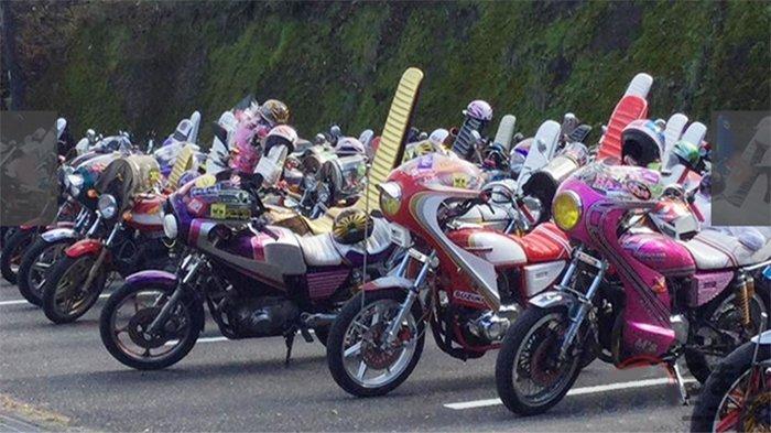 Deretan motor Bosozoku, geng motor liar di Jepang
