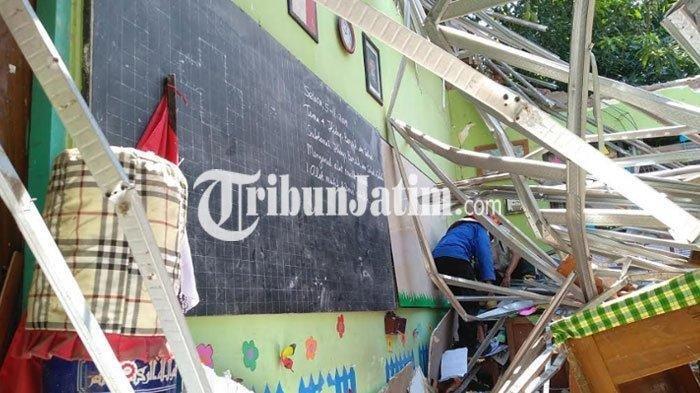 Detik-detik Atap SDN Gentong Pasuruan Ambruk, Siswa Berhamburan Nangis, Ada yang Terjepit Reruntuhan