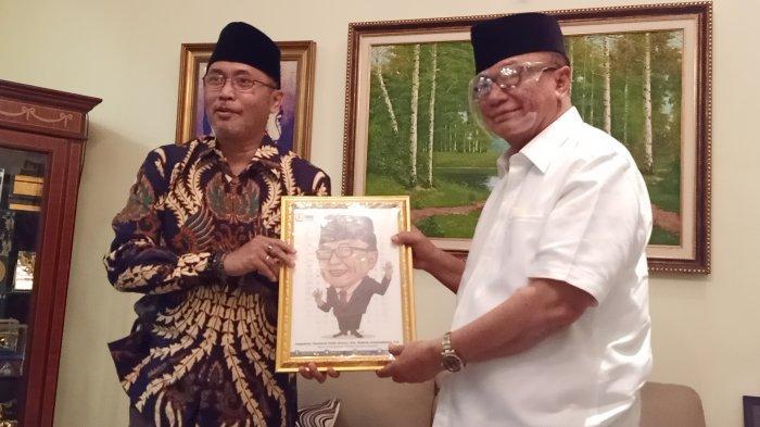 Dewan Pertimbangan Presiden (Wantimpres) Sidarto Danusubroto bersama News Director Tribun Network Febby Mahendra