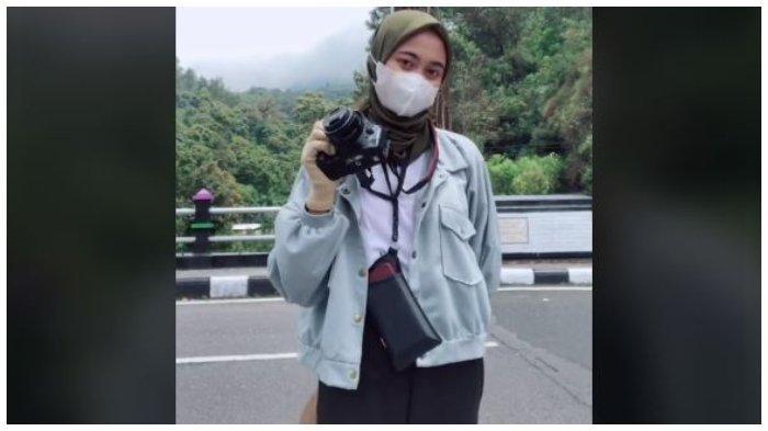 Kisah Perempuan Jadi Fotografer Keliling di Tawangmangu Karanganyar, Pernah Dimaki-maki dan Menangis