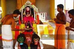 Hadapi Gelombang Kedua Covid-19, Pendeta di India Berdoa Memohon belas kasih dari Dewi Korona