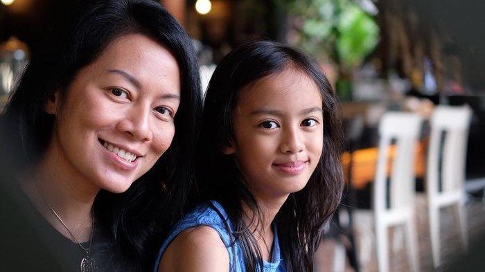 Putri Kecilnya Berulang Tahun, Dewi Lestari Curhat Rasanya Dilema Jadi Orangtua