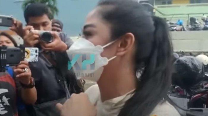 Dewi Persik mengomentari perubahan mantan suaminya